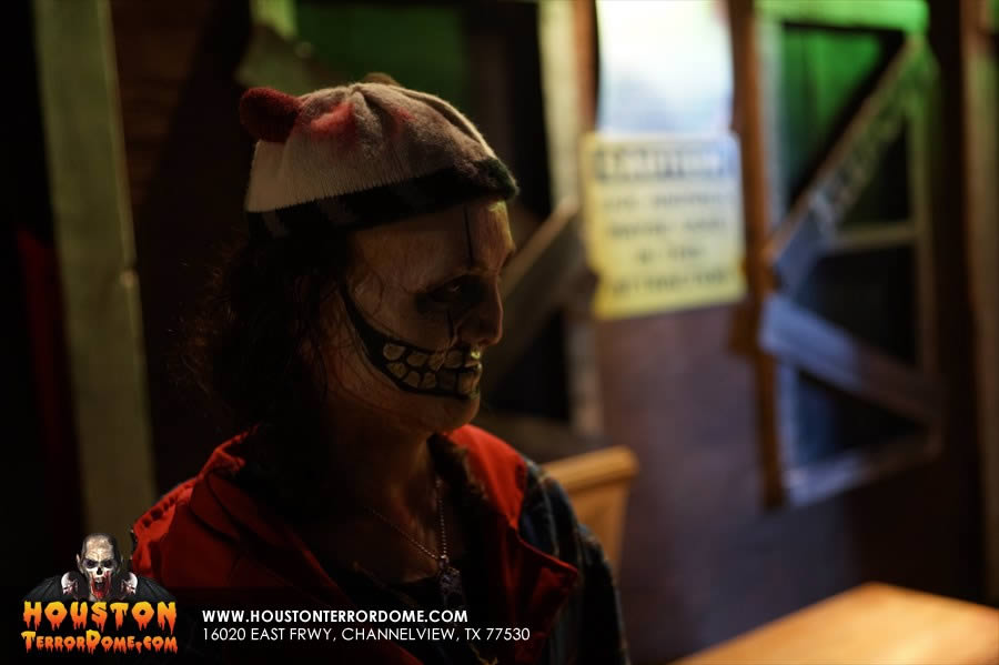 Skull actor waiting for his dinner to arrive at the Houston TerrorDome
